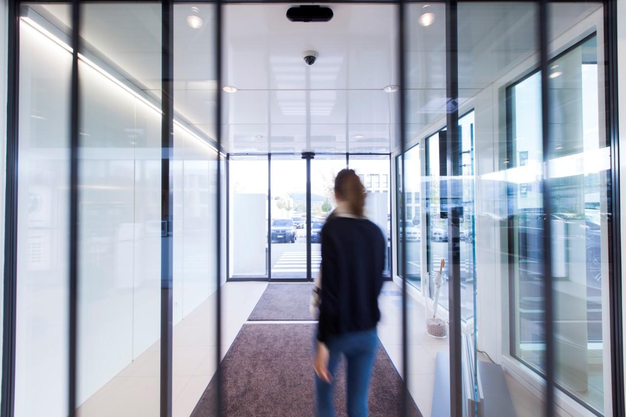 record thermcord les portes automatiques isolation thermique alubat menuiserie aluminium. Black Bedroom Furniture Sets. Home Design Ideas
